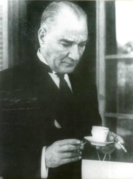 atatürk kahve içerken