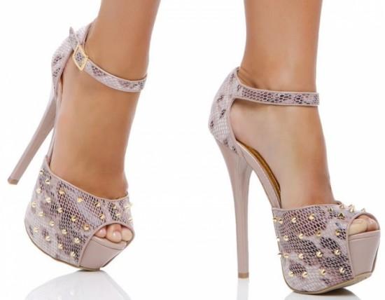Yüksek topuklu ayakkabılar belin düşmanı