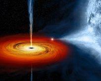 Güneşin bin katı parlak kara delik!