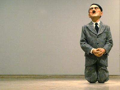 """""""Diz çöken Hitler"""" heykeli rekor fiyata satıldı!"""