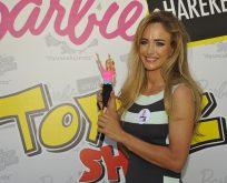 Çağla Kubat'tan Barbie sonsuz hareket yogası
