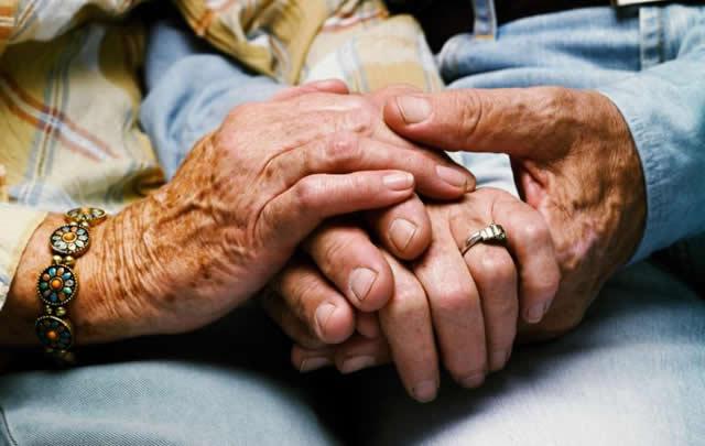 92 yaşındaki kadın sevgilisi için huzurevinden kaçtı