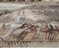 Kıbrıs'ta bulunan 1700 yıllık devasa mozaik büyüledi