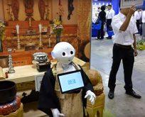 Budist rahip cenaze törenlerini yönetecek robot üretildi