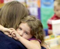 """Çocuğunuza """"korkma, ağlama, kıyamam"""" gibi sözler söylemeyin"""