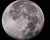 Ay'ın bir kütle problemi var mı?