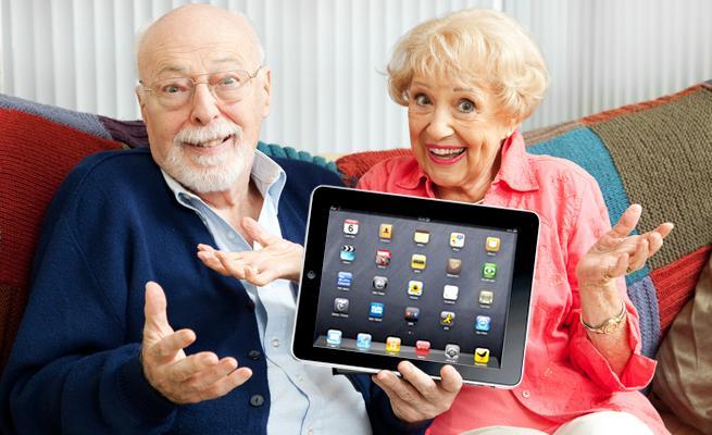 Yaşlılara mutlaka teknolojiyi öğretin