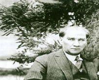 Atatürk gül çiçeğini çok severdi