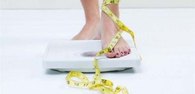 Çok zayıf veya çok kilolu olmak 'ömrünüzü dört yıl kısaltabilir'